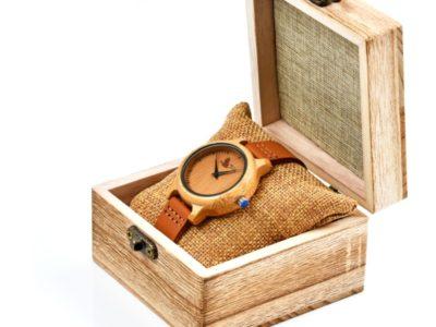 Tocco - Modest Women női fa óra dobozban